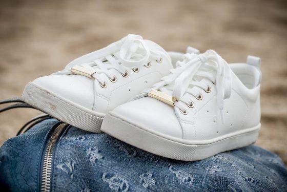 วิธีซักรองเท้าผ้าใบให้ขาว